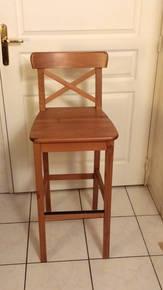 table haute 4 chaises hautes ik a mod le ingolf d 39 occasion petites annonces. Black Bedroom Furniture Sets. Home Design Ideas