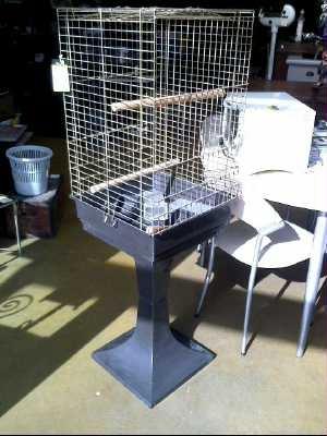 cage a perroquet sur pied d 39 occasion. Black Bedroom Furniture Sets. Home Design Ideas