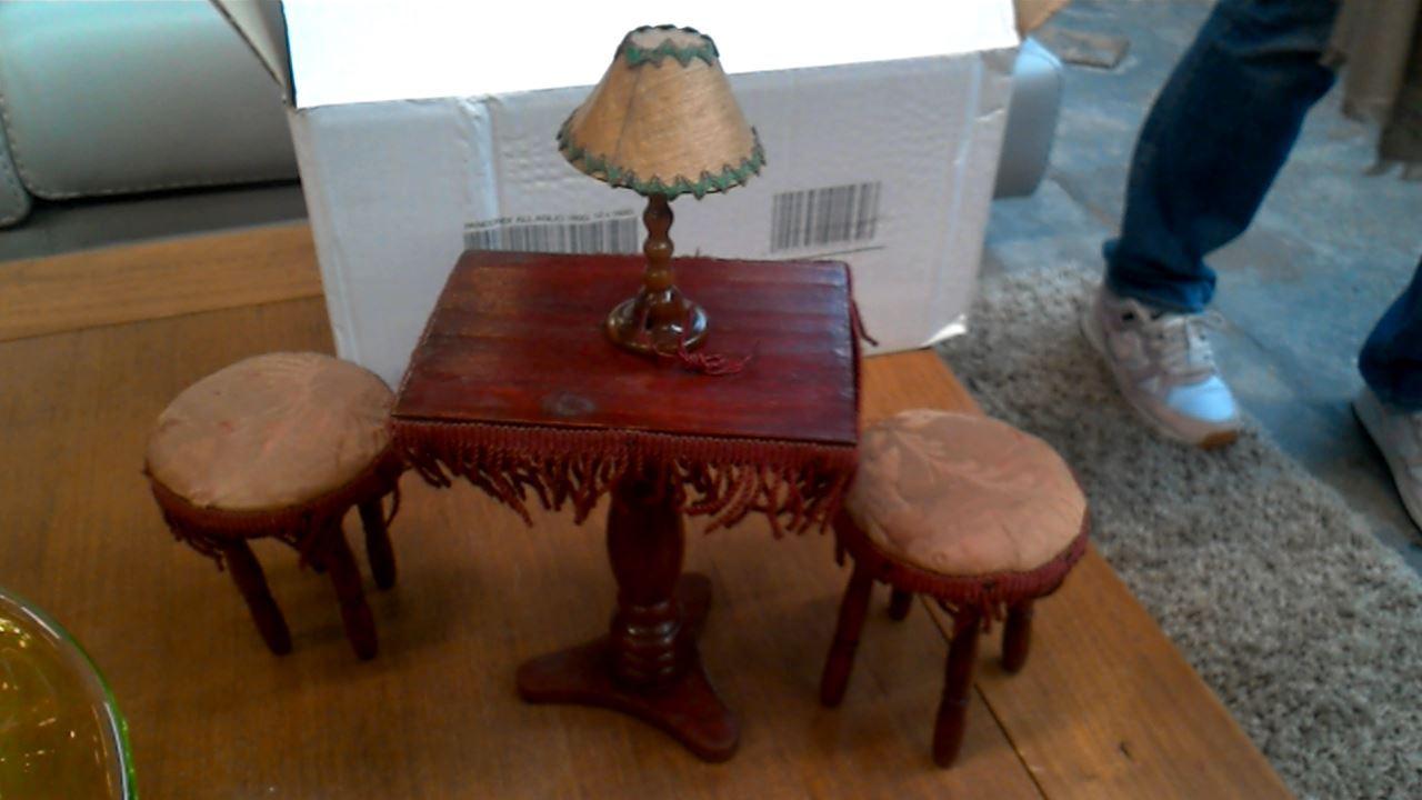 table et tabouret miniature d 39 occasion. Black Bedroom Furniture Sets. Home Design Ideas